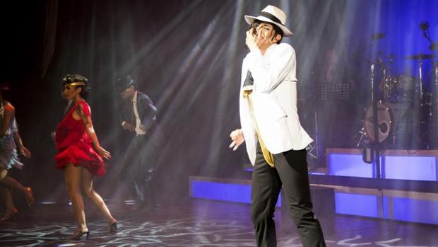 El espectáculo, de casi dos horas de duración, recorre los éxitos de la leyenda de la música internacional