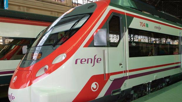 Imagen de uno de los trenes de Renfe en la estación del Norte de Valencia