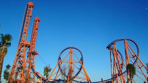 Stunt Fall, montaña rusa del Parque Warner