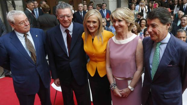 Los cinco expresidentes de la Comunidad de Madrid: de izq. a dcha., Leguina, Ruiz-Gallardón, Cifuentes, Aguirre y González