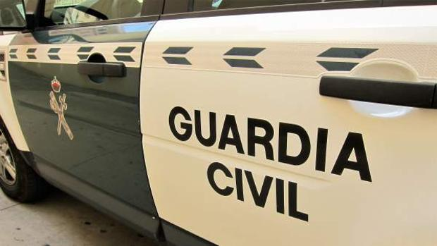 Agentes de la Guardia Civil se personaron en el lugar del accidente