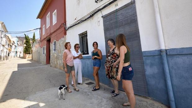 Vecinos de Pinet tras regresar al pueblo