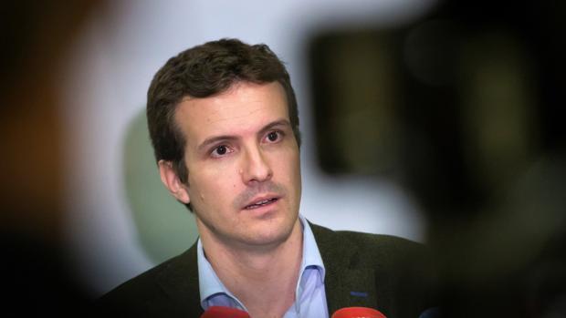 El presidente del Partido Popular, Pablo Casado, en una rueda de prensa en Ávila