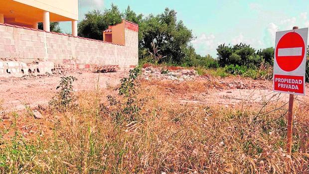 Imagen del estado en el que se encuentra la parcela del chalé de Alcanar que ocuparon los yihadistas