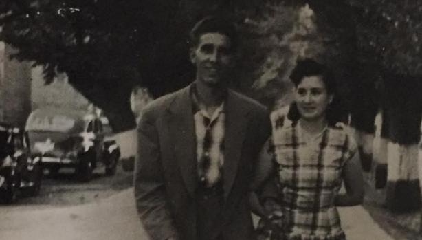 Fede y Fermina pasean junto a la Vega, en Toledo