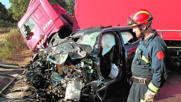 Los dos vehículos implicados en el accidente registrado en Fuentes de Oñono (Salamanca)