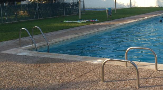 Un Niño De Ocho Años Ha Fallecido Este Jueves Al Mediodía Ahogado En La  Piscina Del Club De Tenis La Serreta De Les Borges Blanques (Lérida)  Durante Un U201c ...
