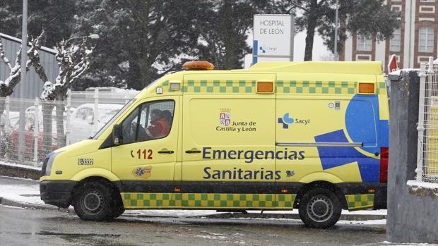 Ambulancia del 112 Castilla y León en un hospital de Castilla y León