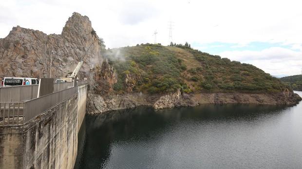 El suceso se ha producido en la carretera de la presa de Bárcena, en Ponferrada