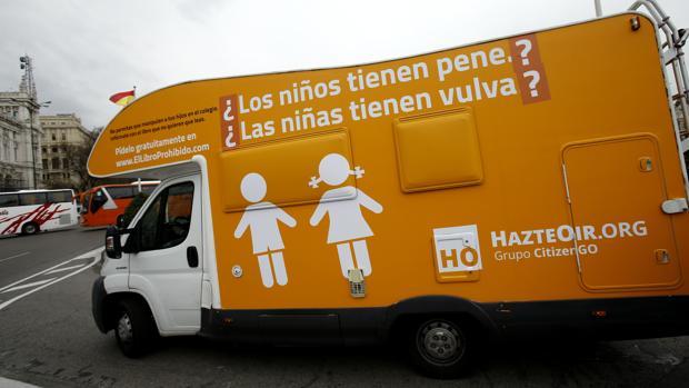 Una autocaravana de Hazte Oir recorrió Madrid el año pasado con un mensaje sobre la identidad sexual
