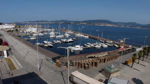 El muelle de As Avenidas en el Puerto de Vigo tras desplomarse