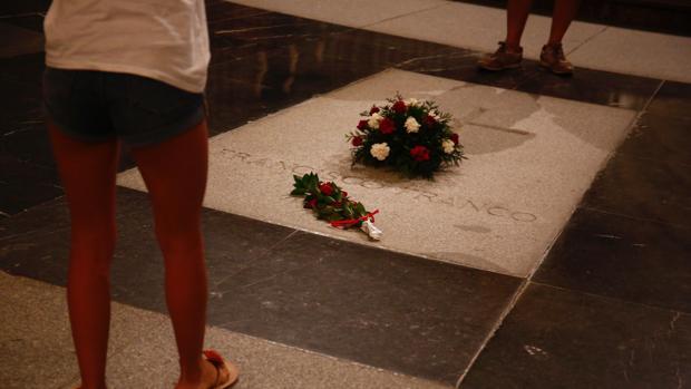 Hemeroteca: El Gobierno aprobará este viernes la exhumación de Franco con un decreto ley | Autor del artículo: Finanzas.com