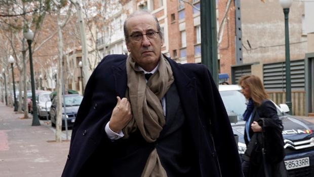 Hemeroteca: Los Franco preparan acciones legales contra la exhumación: «Cuando venga el lobo, veremos»   Autor del artículo: Finanzas.com
