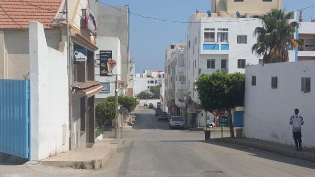 Una calle vacía ayer, con motivo de la fiesta del Cordero, en la localidad fronteriza de Castillejos