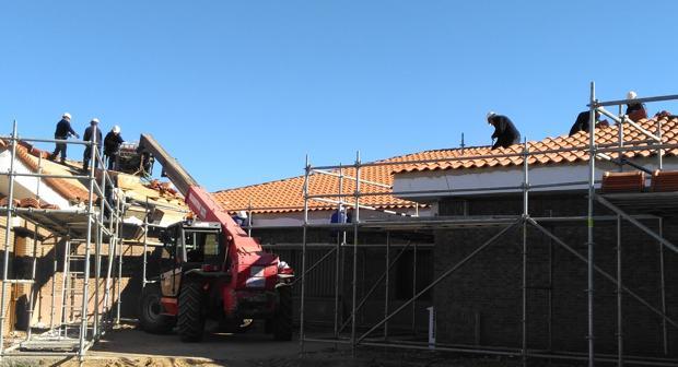 Obras de reparación en los tejados de uno de los centros educativos de la provincia