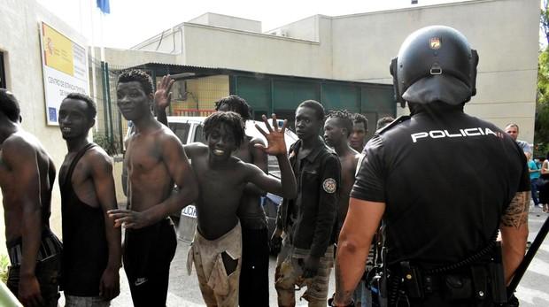 Hemeroteca: El Gobierno califica de «inaceptable» el asalto «agresivo» a la valla de Ceuta | Autor del artículo: Finanzas.com