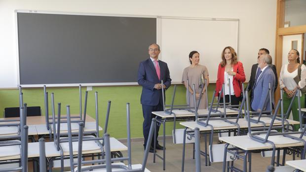 El consejero de Educación, Rafael van Grieken, visitando un colegio en Madrid