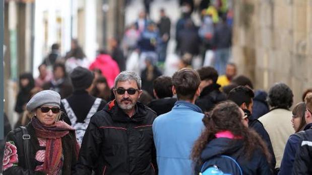 Gente en las calles de Santiago de Compostela