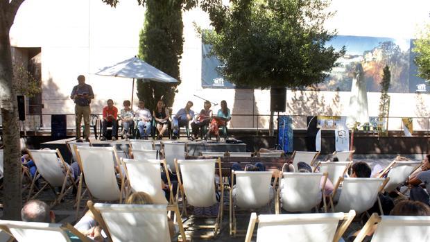 Lectura de poemas en la plaza de San Marcos en Toledo