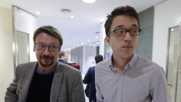 Iñigo Errejón y Xavier Domènech en el Congreso de los Diputados tras la reunión de la junta de portavoces