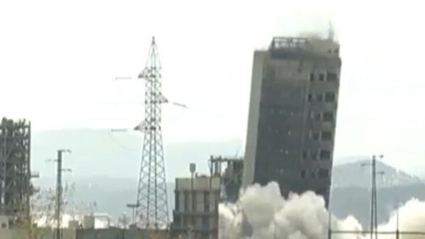 La torre de gasificación era de forma rectangular con 74 metros de altura y un total de trece plantas