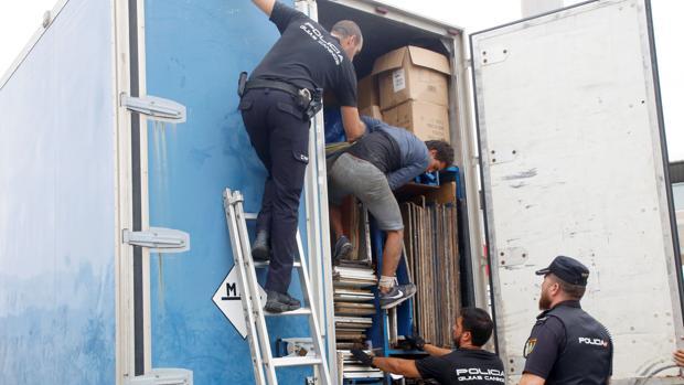 La Policía controló camiones y plataformas con destino a Almería y Málaga