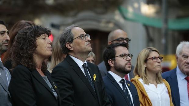 El President de la Generalitat, Quim Torra, junto a los miembros del Gobierno catalán, en la ofrenda floral al monumento de Rafael Casanova, en motivo de la Diada de Cataluña, este martes