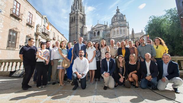 La alcaldesa de Toledo, Milagros Tolón (centro de la imagen) junto a los colaboradores de «La Noche del Patrimonio»
