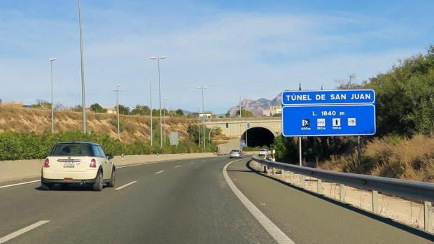 Túnel antes del peaje de San Juan de Alicante, en la AP-7