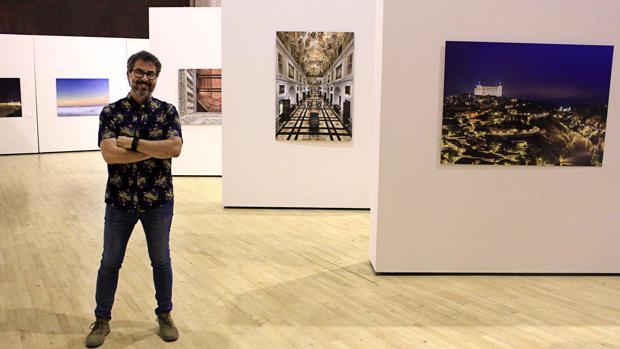 David Blázquez, el día de la inauguración de su exposición «Fotografías de Toledo»