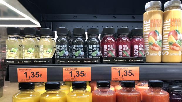 Imagen de las tres variedades de «Shots» en uno de los lineales de Mercadona