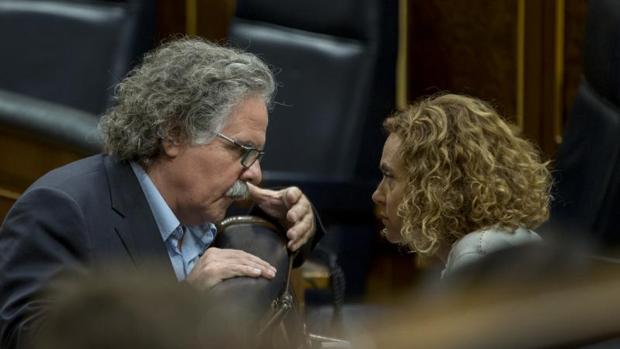 El diputado republicano Joan Tardà, ayer en el Congreso junto a la minisra Meritxell Batet