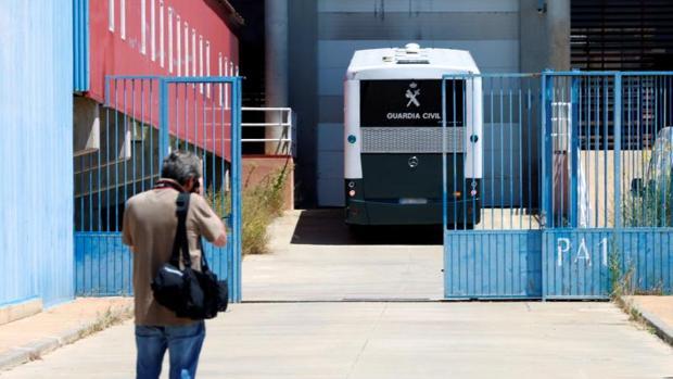 Imagen de la entrada del centro penitenciario de Zuera (Zaragoza), el pasado mes de julio