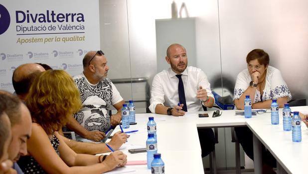 Imagen de Toni Gaspar en la reunión con los trabajadores de Divalterra