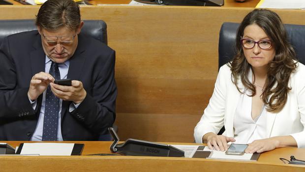 Imagen de Ximo Puig y Mónica Oltra tomada este jueves en las Cortes Valencianas