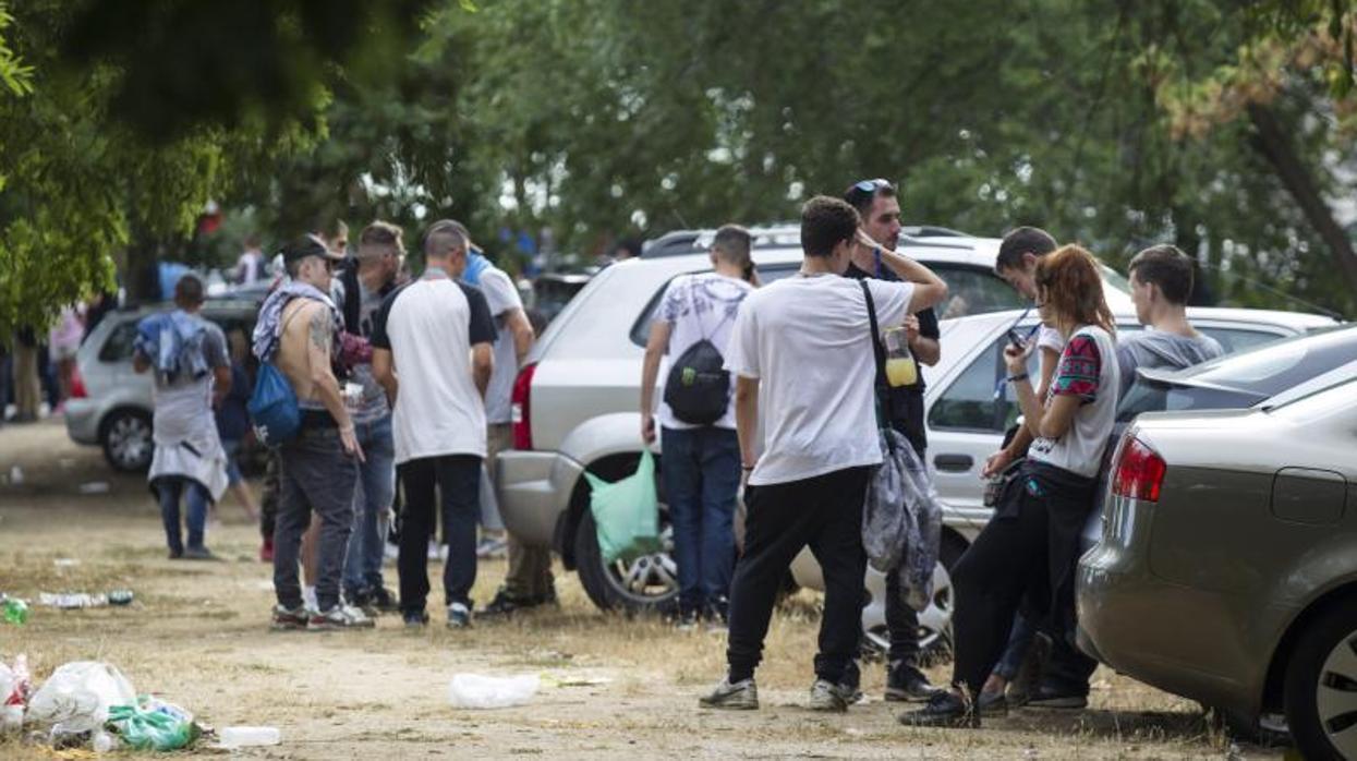 La alcaldesa de Móstoles se salta a la Policía Local y permite un macrobotellón