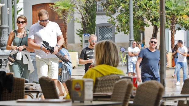 Imagen de unos turistas tomada en el centro de Valencia