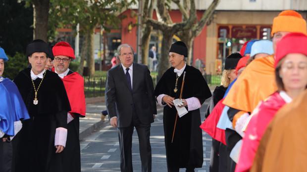 El presidente de la Junta de Castilla y León, Juan Vicente Herrera, y el rector de la Universidad de Valladolid, Antonio Largo, en la apertura del curso universitario