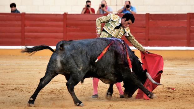 Morenito de Aranda torea al natural a Murga, que luego fue indultado