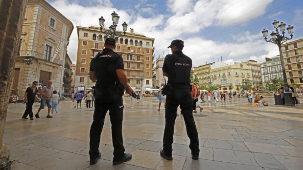 Agentes de Policía Nacional en Valencia