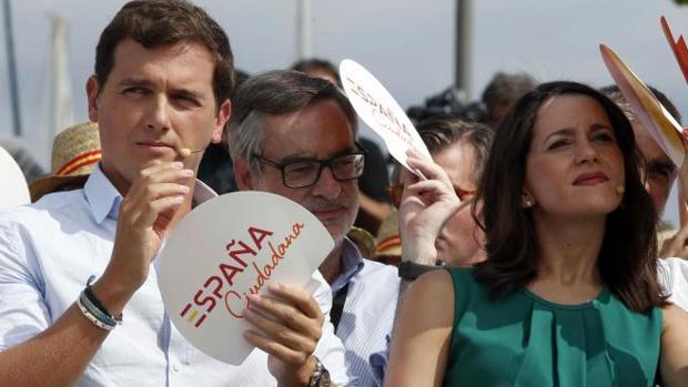 Rivera, Villegas y Arrimadsa, ayer en Barcelona