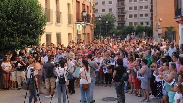 Concentración en Almansa en protesta por la muerte del vecino de Almansa