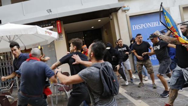 Enfrentamentos entre ultras y separatistas, el año pasado en la fiesta del 9 d'Octubre en Valencia