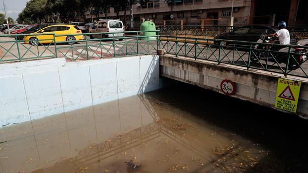 Un paso inferior inundado en la localidad valenciana de Burjassot