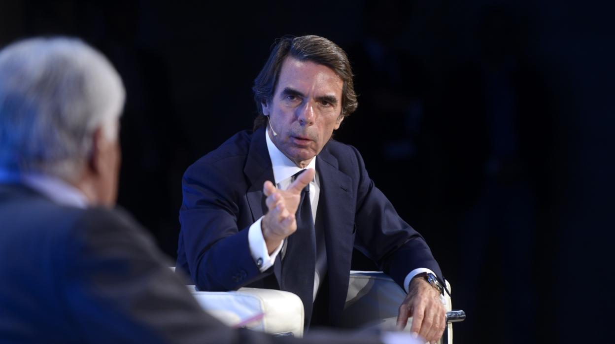Aznar y González, unidos para celebrar el pacto constitucional