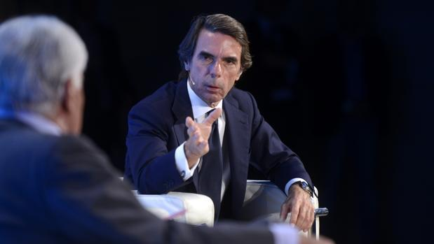 José María Aznar y Felipe González, reunidos este jueves con motivo de los cuarenta años de la Constitución