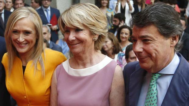 Cristina Cifuentes (a la izda.) junto a Esperanza Aguirre e Ignacio Gonzalez