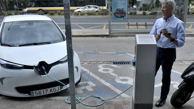 La Junta de Castilla y León quiere impulsar también los puntos de recarga en gasolineras