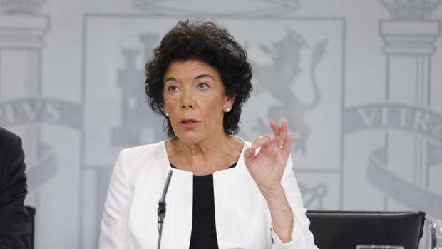 La portavoz del Gobierno, Isabel Celaá, ayer en la rueda de prensa del Consejo de Ministros