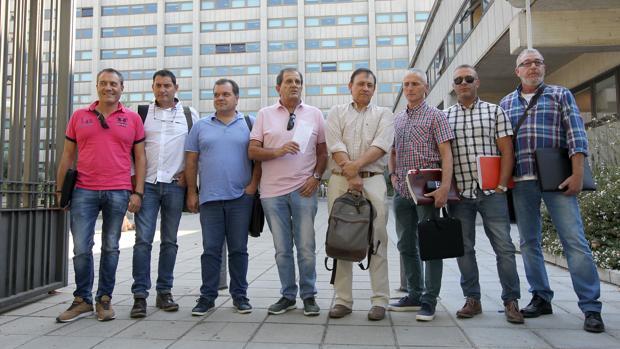 Los representantes sindicales, a la salida de la reunión del Ministerio de Industria